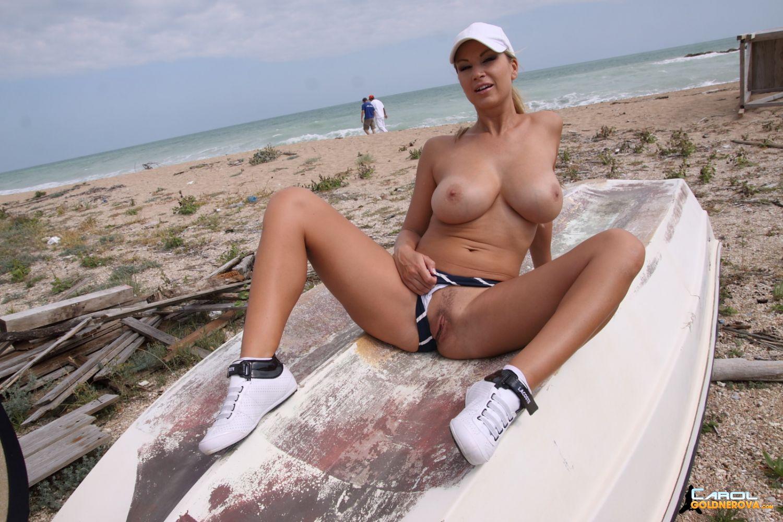 Фото гуляет по пляжу мини бикини на пляже 5 фотография